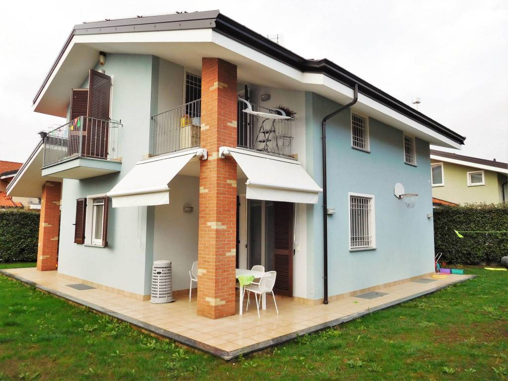 Villa in vendita a Cervasca, 8 locali, prezzo € 320.000 | PortaleAgenzieImmobiliari.it