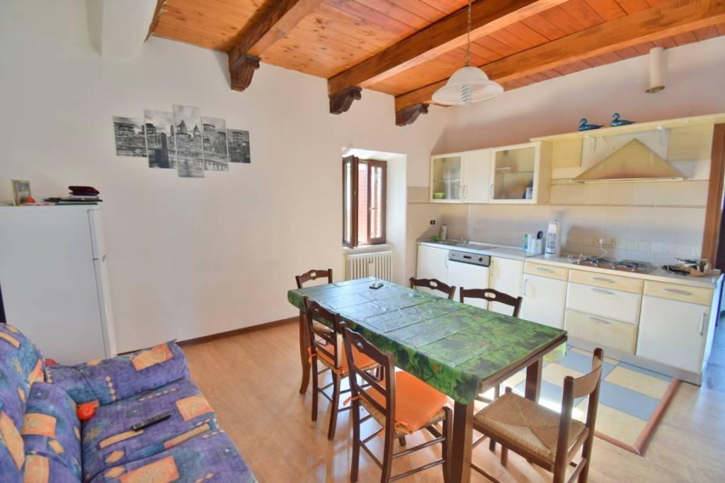 Appartamento in buone condizioni in vendita Rif. 8688691