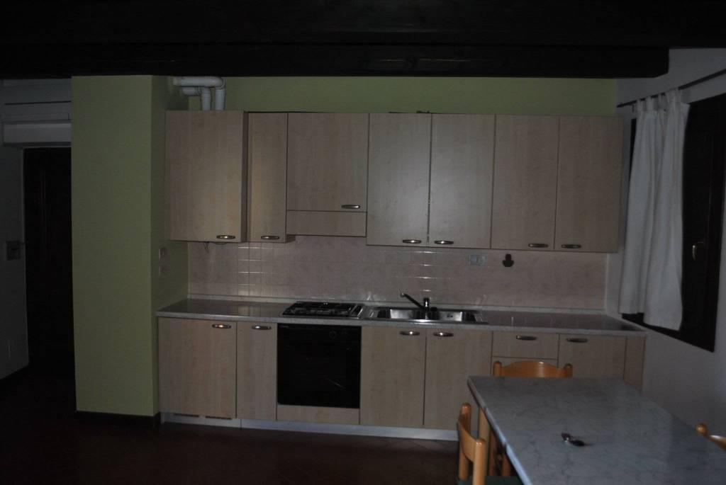 Appartamento in buone condizioni arredato in affitto Rif. 8399249