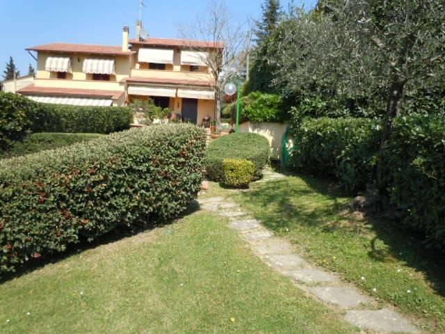 Villetta a schiera in buone condizioni parzialmente arredato in vendita Rif. 8691233
