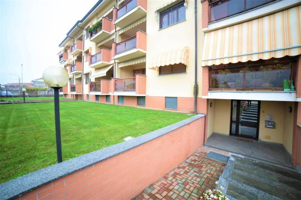 Appartamento in buone condizioni arredato in affitto Rif. 8693566