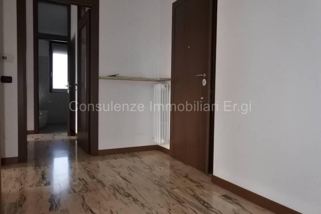 Appartamento in ottime condizioni in vendita Rif. 8674623