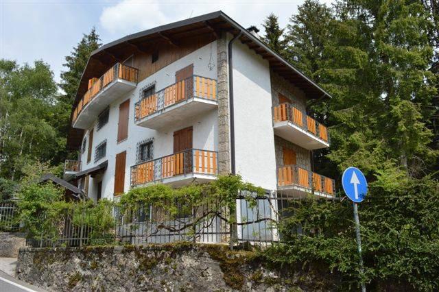 Appartamento in buone condizioni arredato in affitto Rif. 8689716