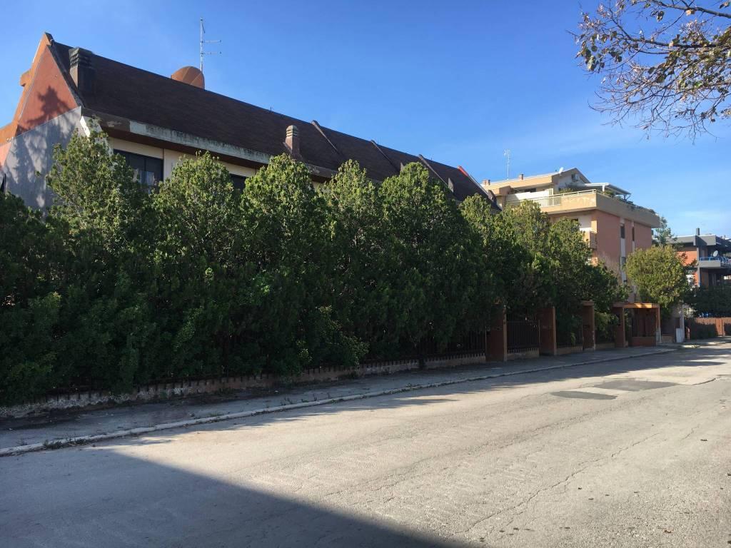 Villetta a schiera in buone condizioni in vendita Rif. 8886894
