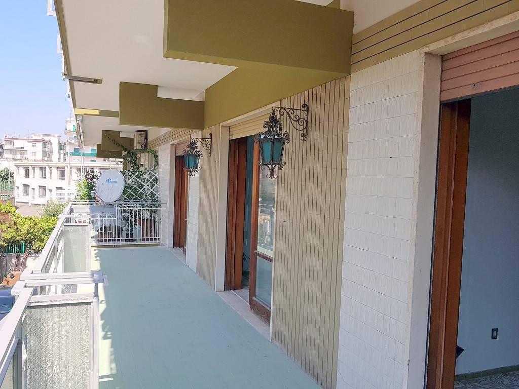 Appartamento in buone condizioni in affitto Rif. 8690991