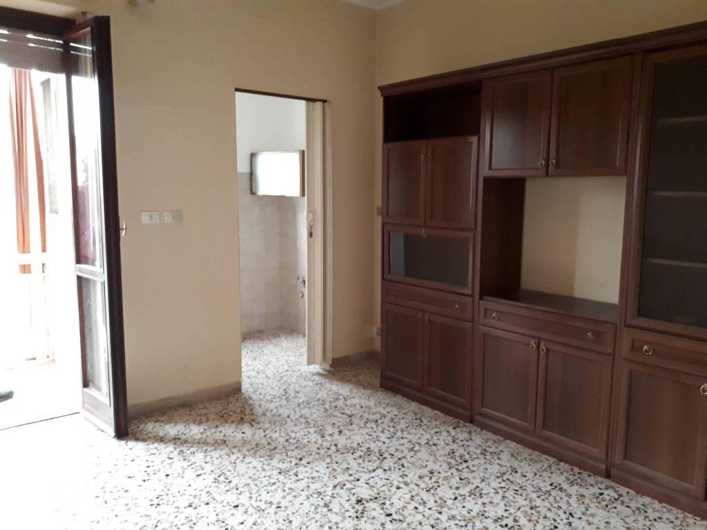 Appartamento in buone condizioni in affitto Rif. 6874805