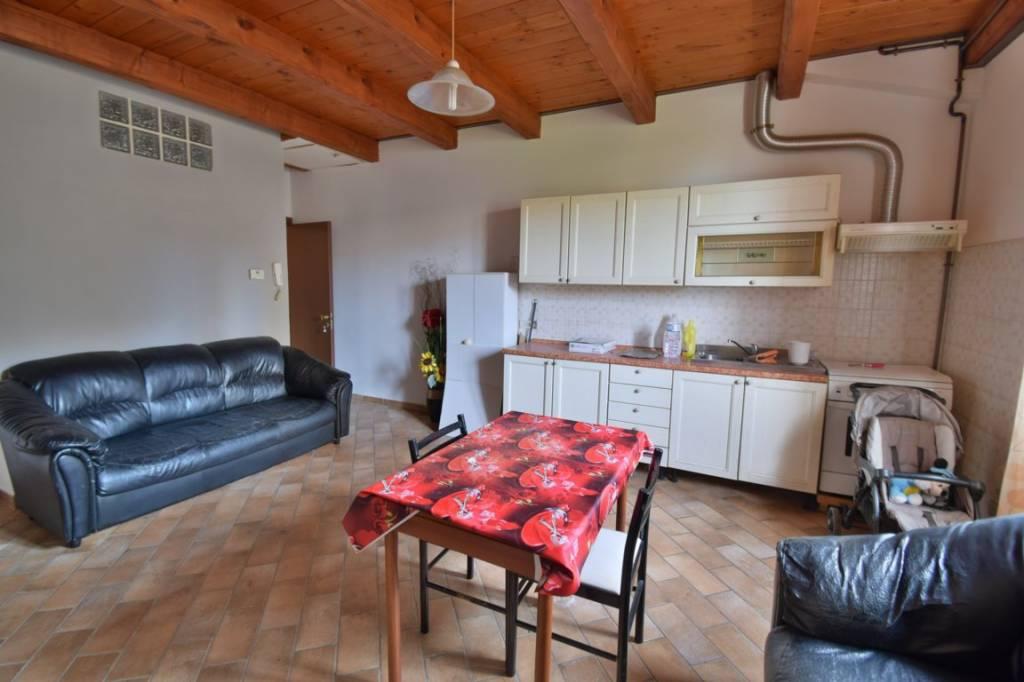 Appartamento in ottime condizioni in vendita Rif. 8688692