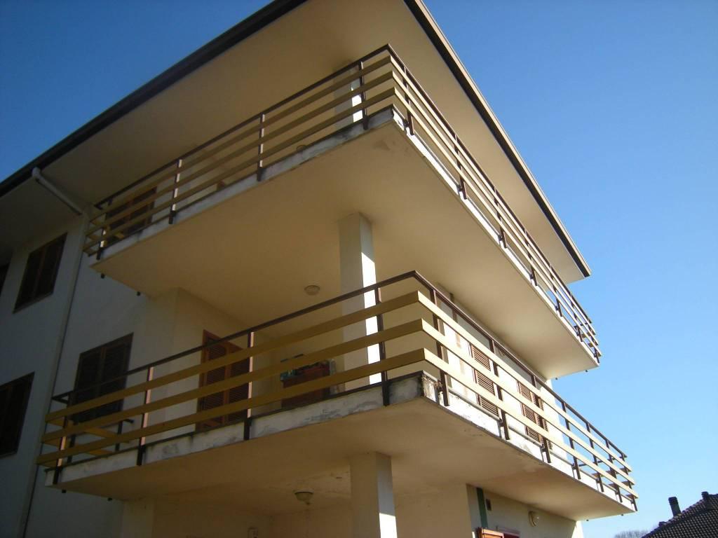 Appartamento in buone condizioni in affitto Rif. 8693532