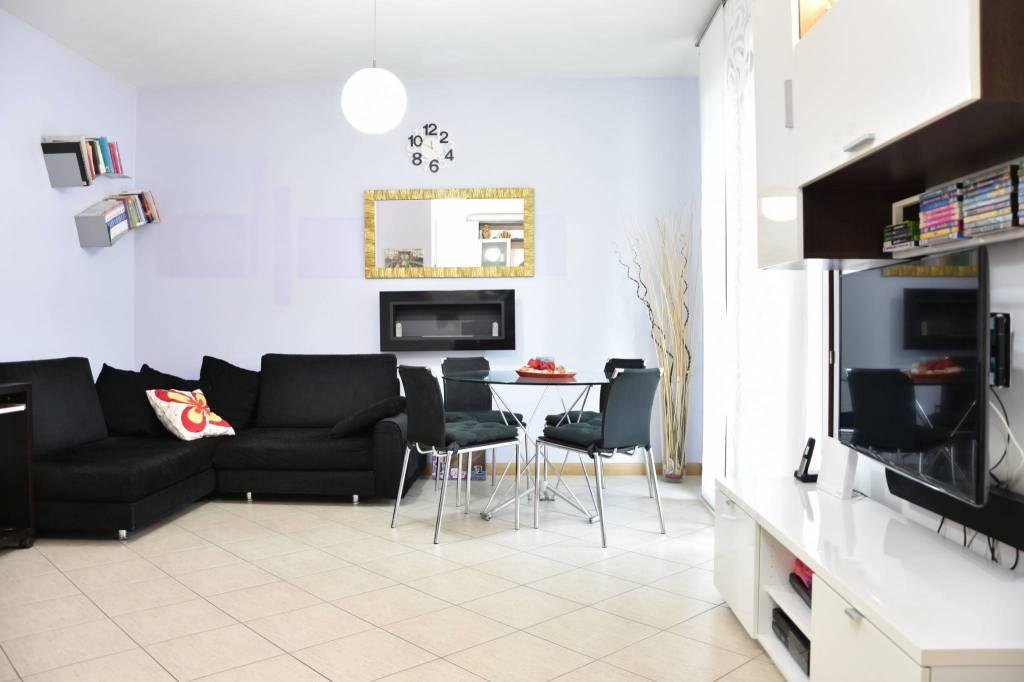 Appartamento in ottime condizioni parzialmente arredato in vendita Rif. 8693001