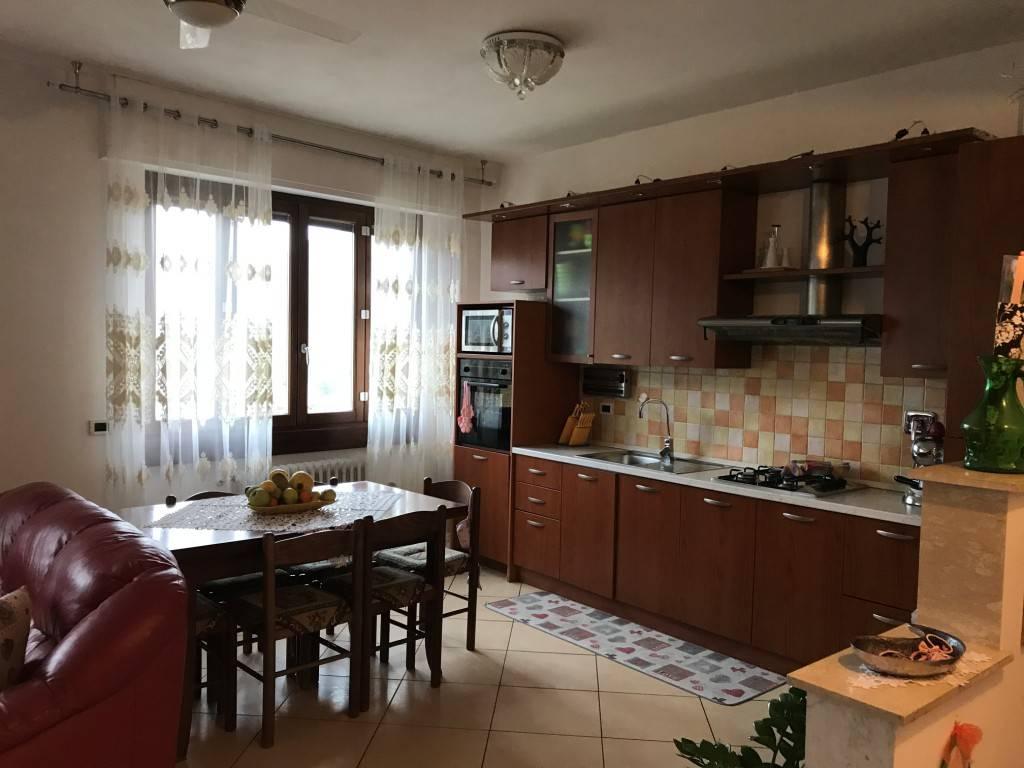 Appartamento in ottime condizioni in vendita Rif. 8691513