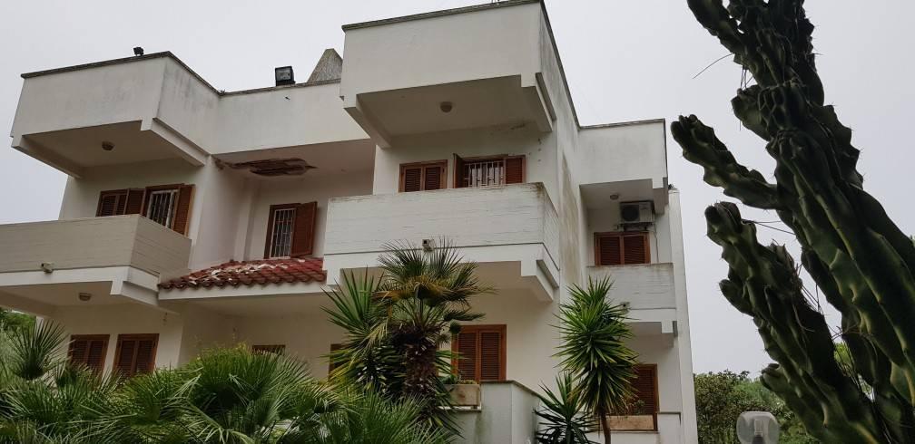 Villa in buone condizioni parzialmente arredato in affitto Rif. 8688755