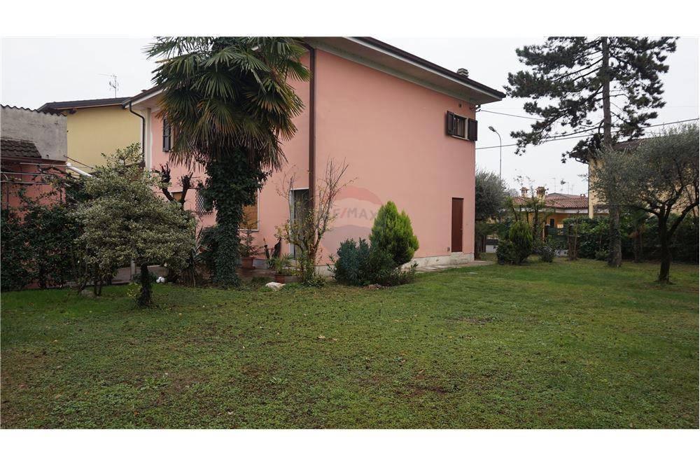 Villa in vendita a Montirone, 6 locali, prezzo € 229.000 | CambioCasa.it