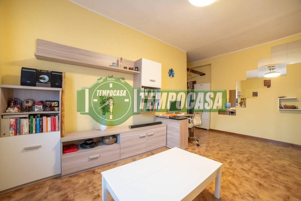 Appartamento in buone condizioni arredato in vendita Rif. 8927417