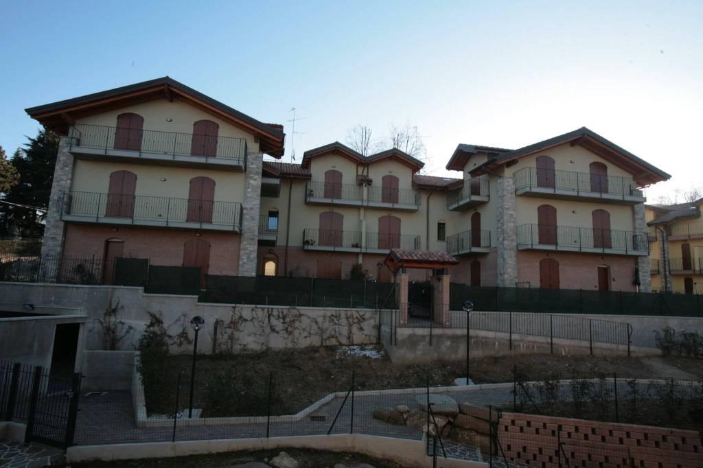 Trilocale su due livelli in Calco Alta località Vescogna