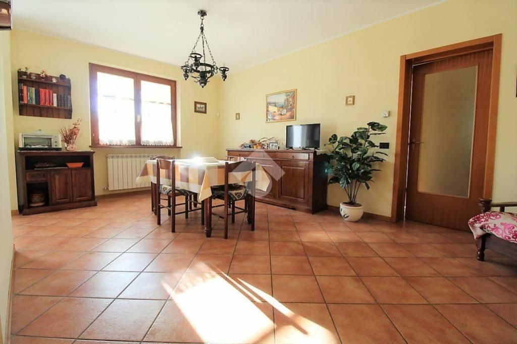 Appartamento in buone condizioni in vendita Rif. 9287916