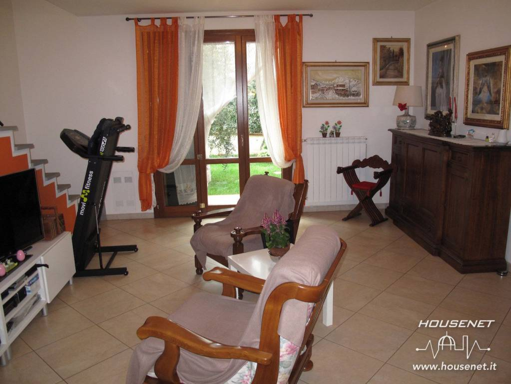 Appartamento in ottime condizioni in vendita Rif. 8690101