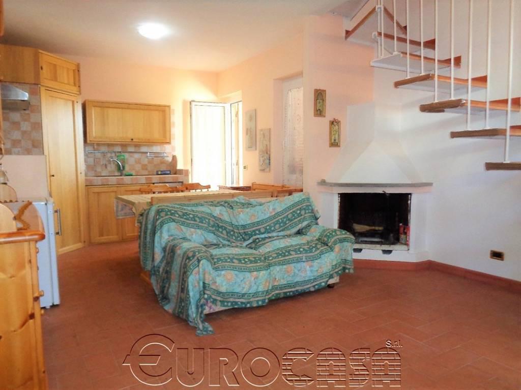 Villetta a schiera in buone condizioni arredato in vendita Rif. 8689873