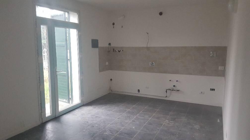 Crevalcore (Frazione) - Fabbricato con 3 appartamenti