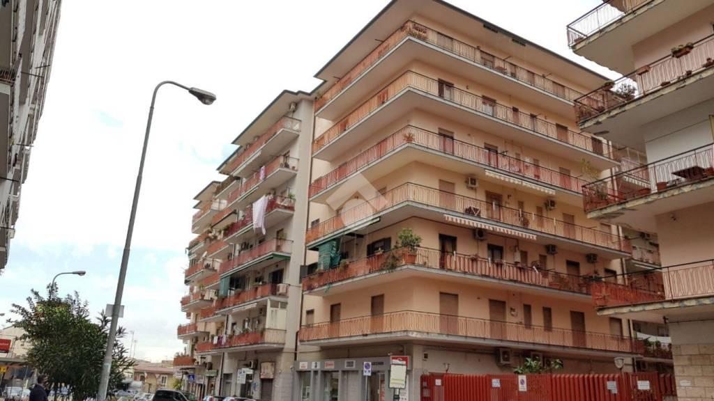 Appartamento in buone condizioni parzialmente arredato in vendita Rif. 9225764