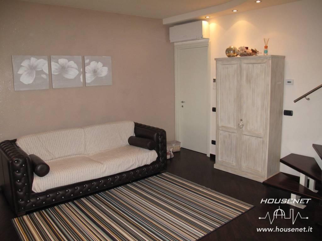 Appartamento in ottime condizioni parzialmente arredato in vendita Rif. 8690102