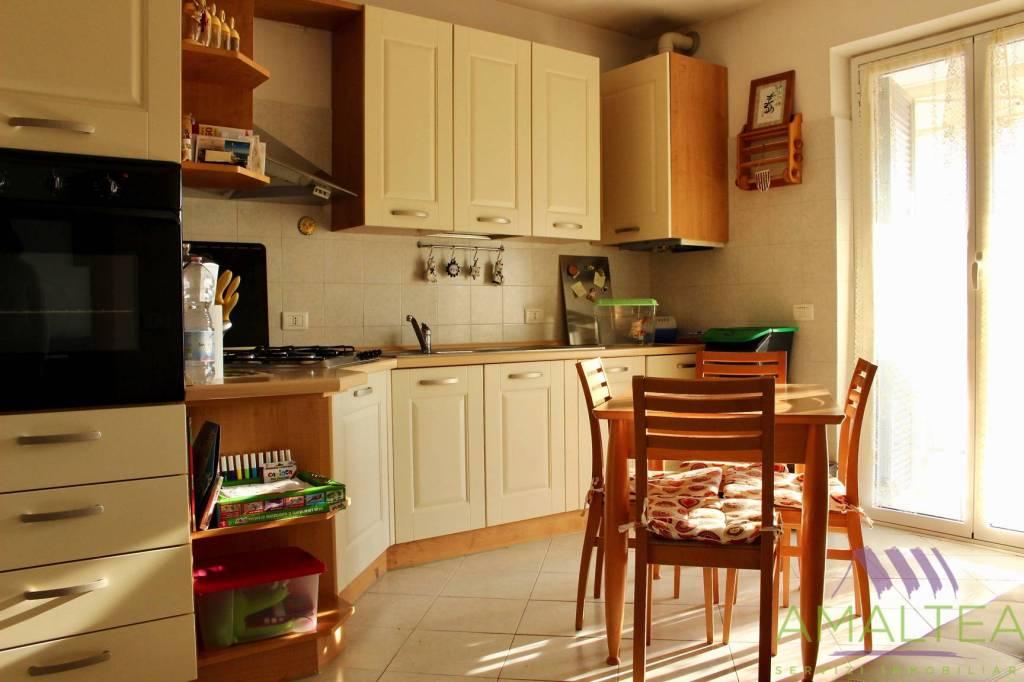 Appartamento in ottime condizioni in vendita Rif. 8692113