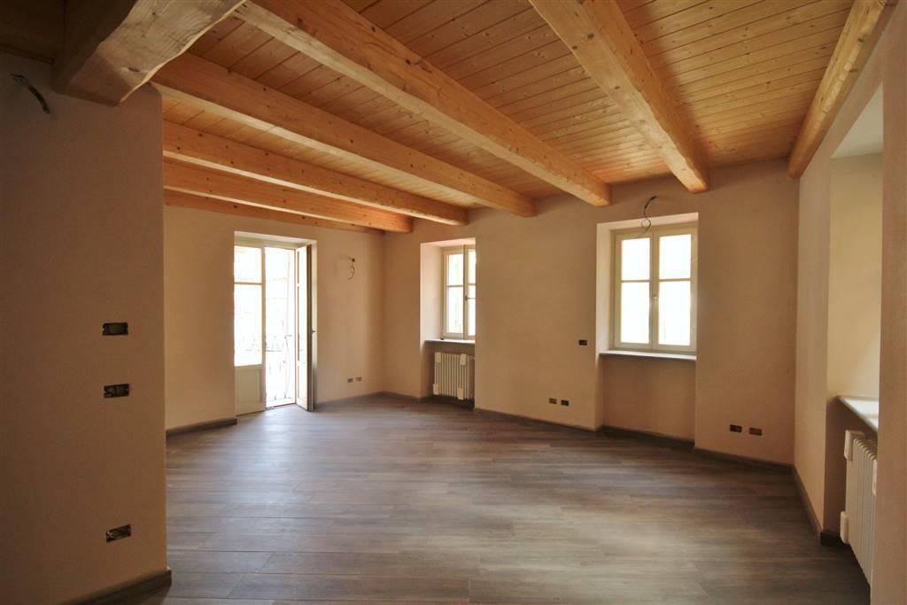 Appartamento in ottime condizioni parzialmente arredato in affitto Rif. 7362245