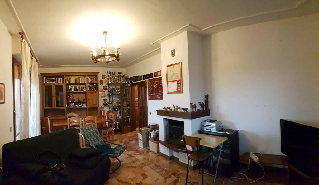 Appartamento in buone condizioni in vendita Rif. 8561423