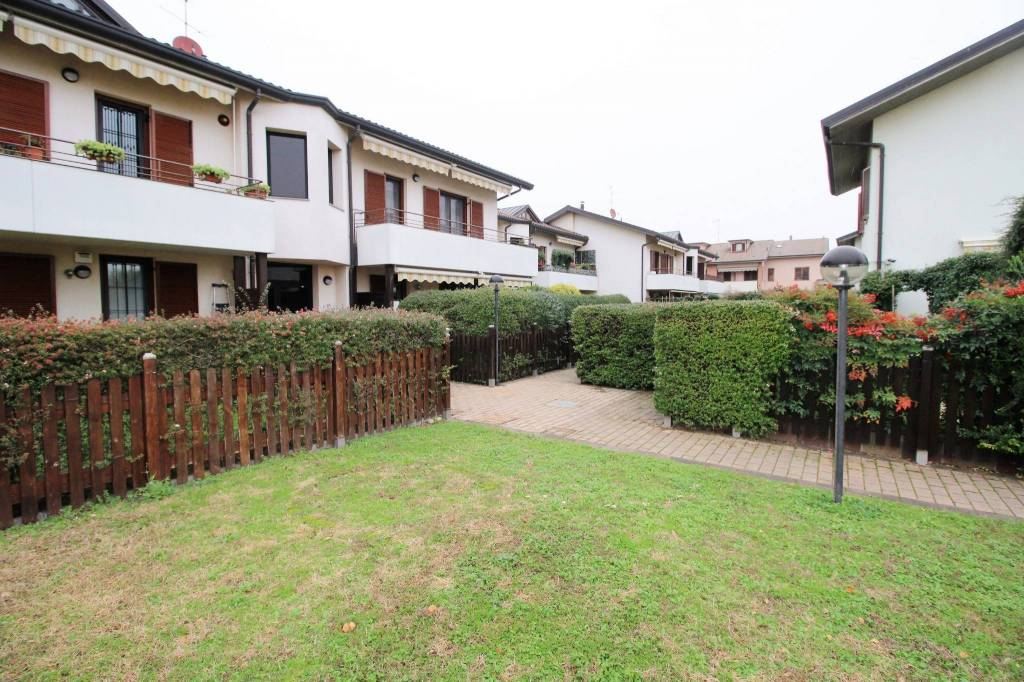 Appartamento in ottime condizioni in vendita Rif. 8704491