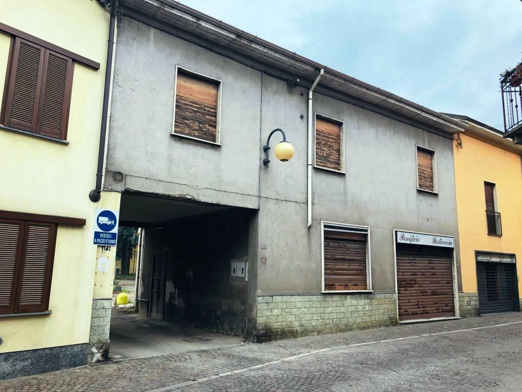 Appartamento da ristrutturare in vendita Rif. 8703217