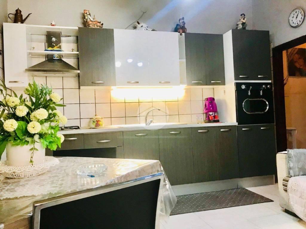 Appartamento in buone condizioni in vendita Rif. 9273886