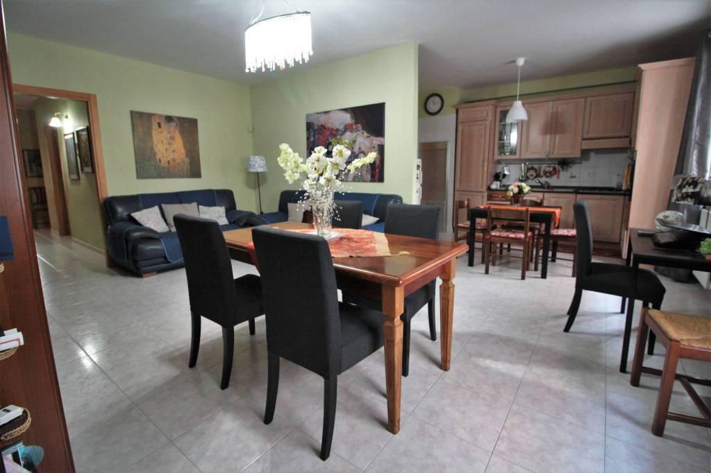 Appartamento in buone condizioni in vendita Rif. 8703784
