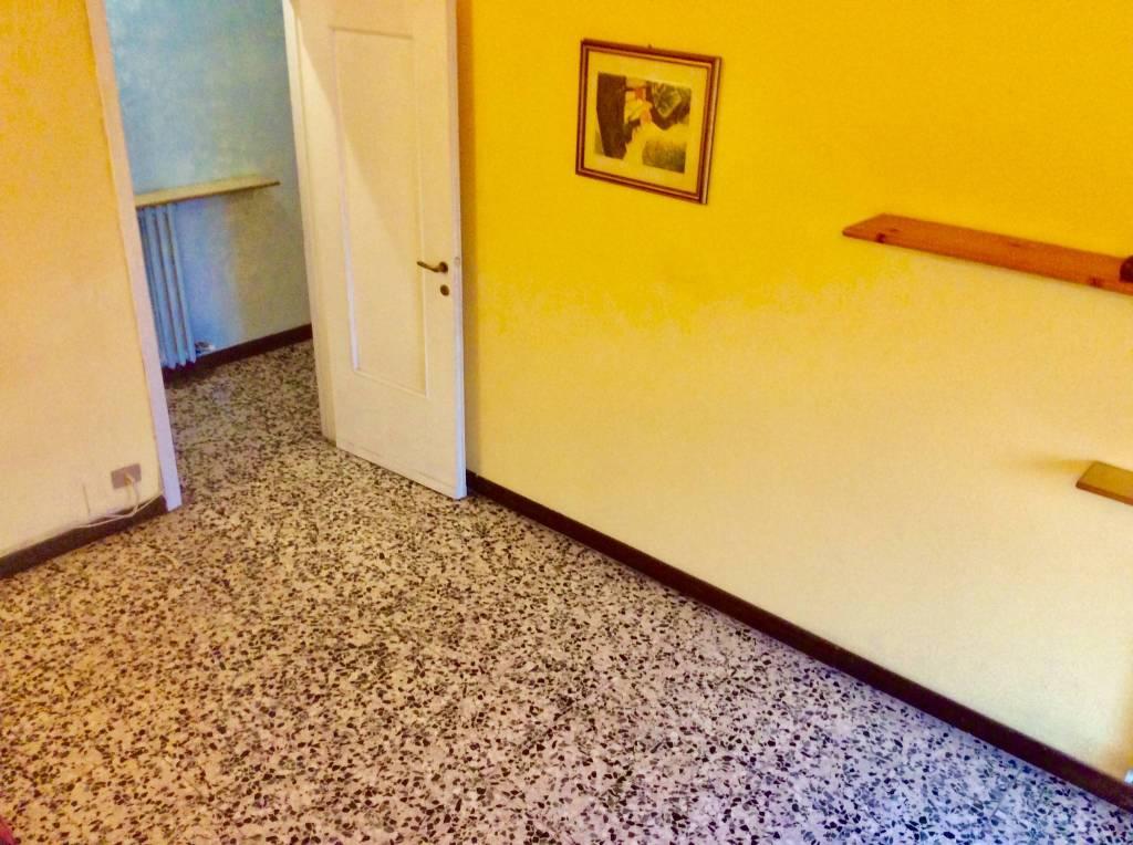Appartamento in buone condizioni parzialmente arredato in vendita Rif. 8704019