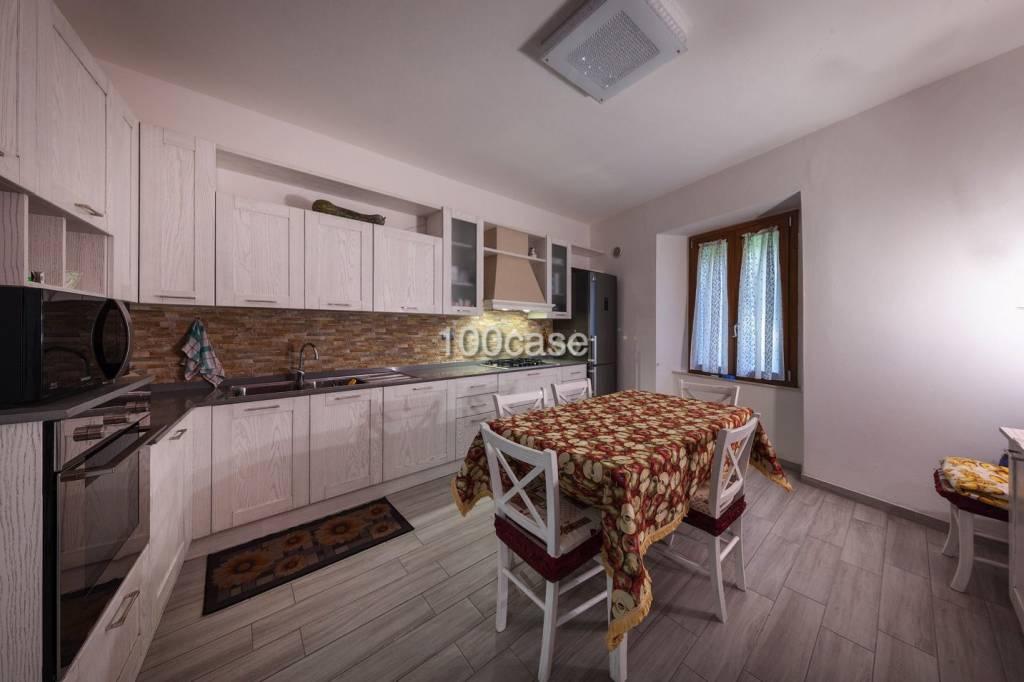 Appartamento parzialmente arredato in vendita Rif. 8703638