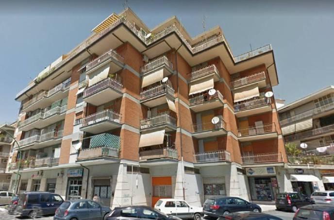Appartamento in buone condizioni in vendita Rif. 9099615