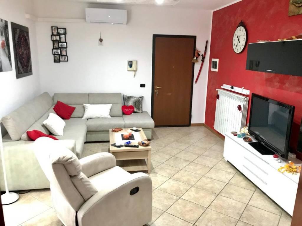 Appartamento in ottime condizioni in vendita Rif. 8716561