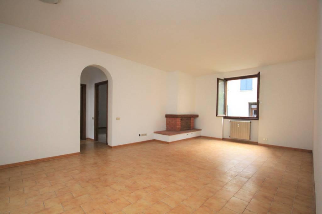 Appartamento in buone condizioni in vendita Rif. 8716694