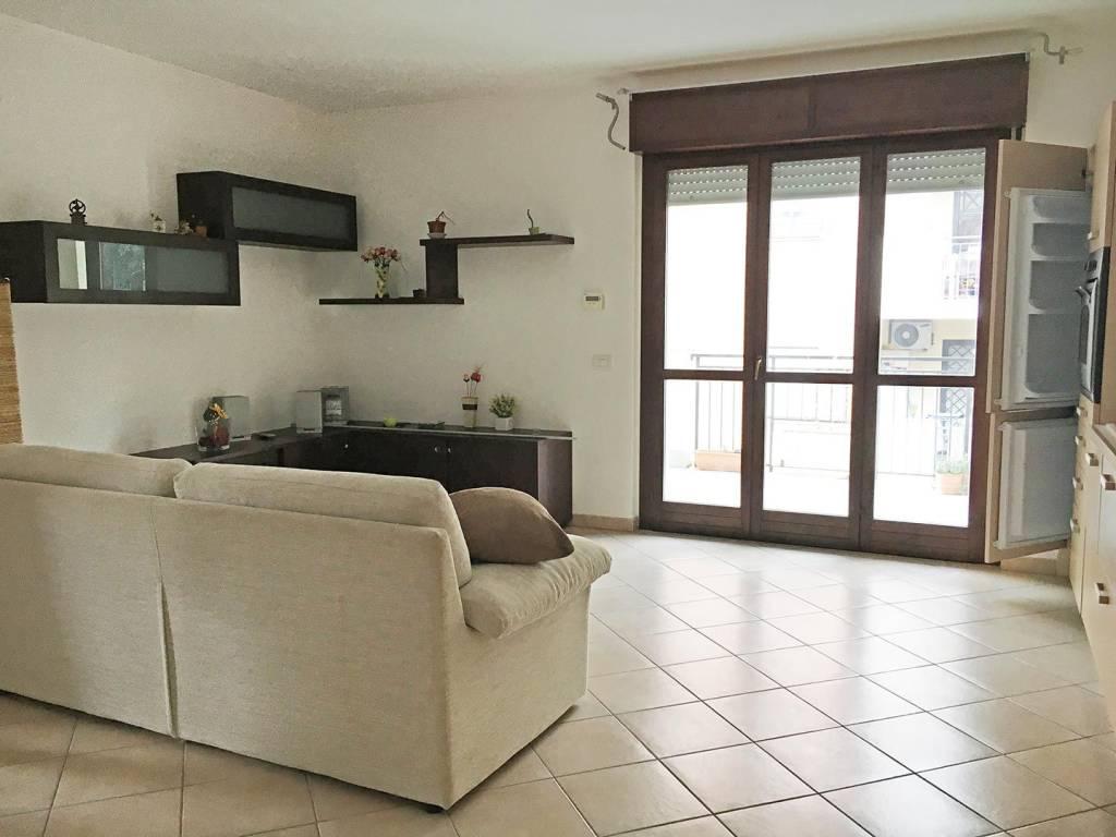 Appartamento in buone condizioni parzialmente arredato in vendita Rif. 8731237