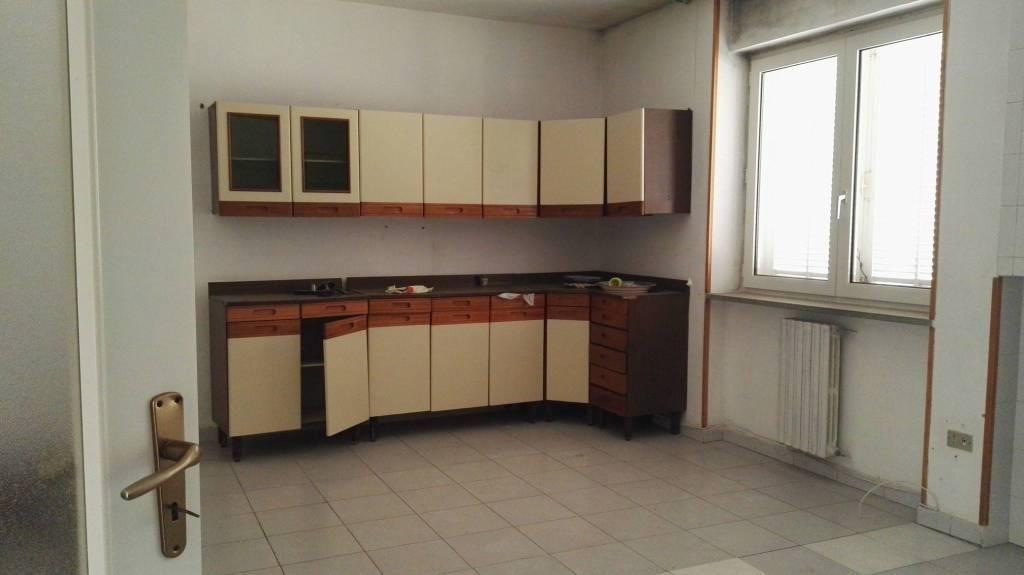 Appartamento in vendita a Pozzuoli, 3 locali, prezzo € 235.000 | CambioCasa.it