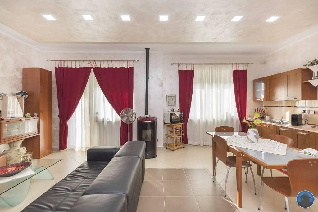 Appartamento in ottime condizioni in vendita Rif. 8716870