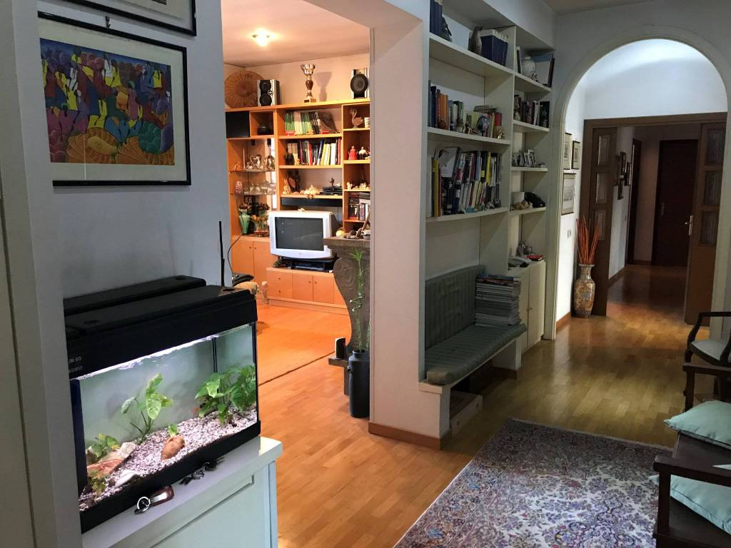 Appartamento in buone condizioni parzialmente arredato in affitto Rif. 8717431