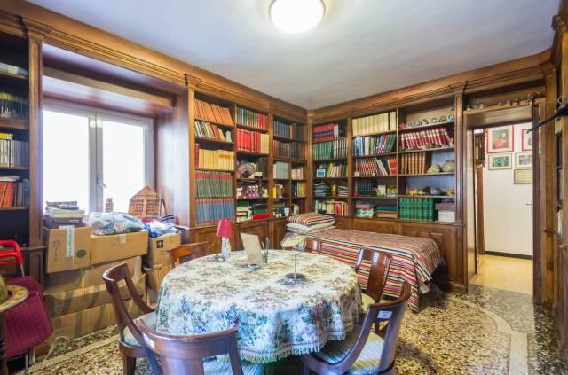 Foto 2 di Appartamento Genova