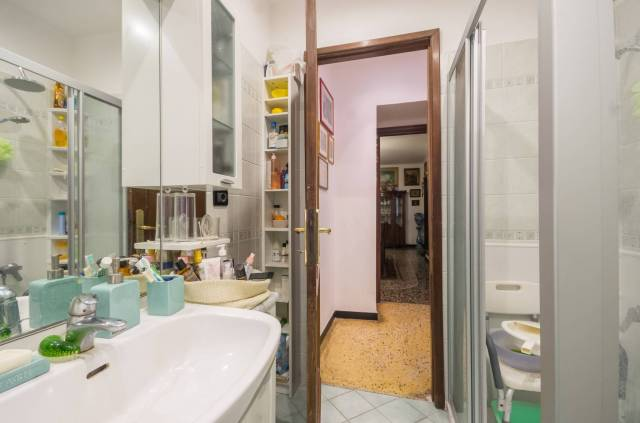 Foto 6 di Appartamento Genova