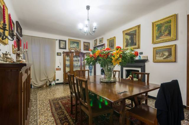 Foto 9 di Appartamento Genova