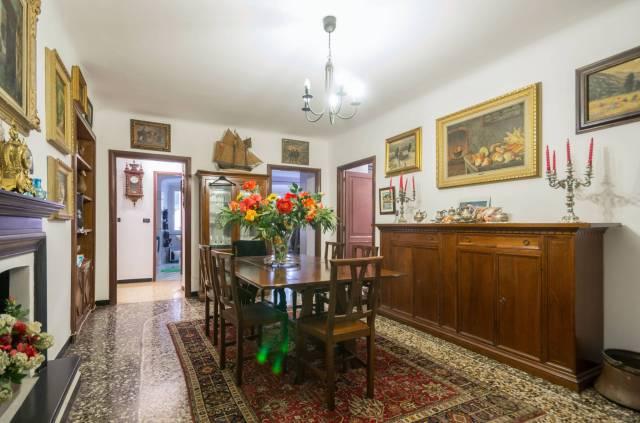 Foto 10 di Appartamento Genova