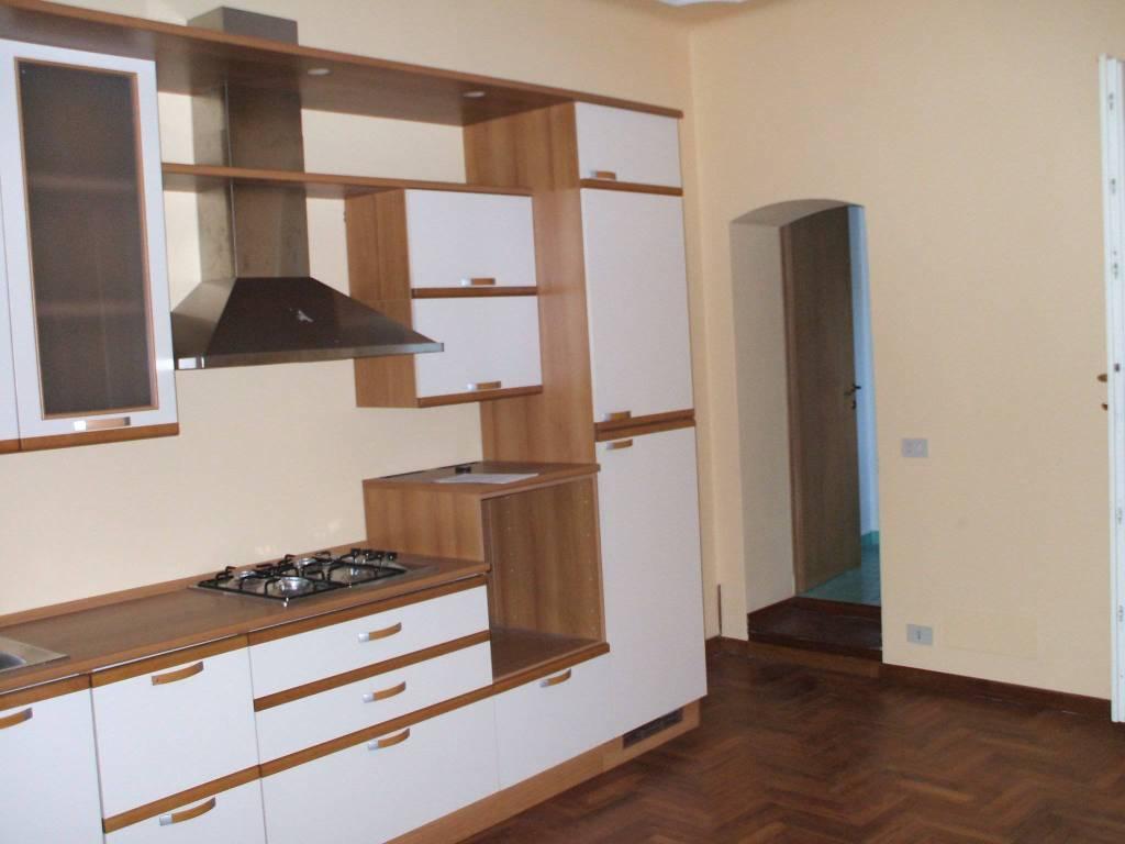 Appartamento in buone condizioni arredato in affitto Rif. 8716386