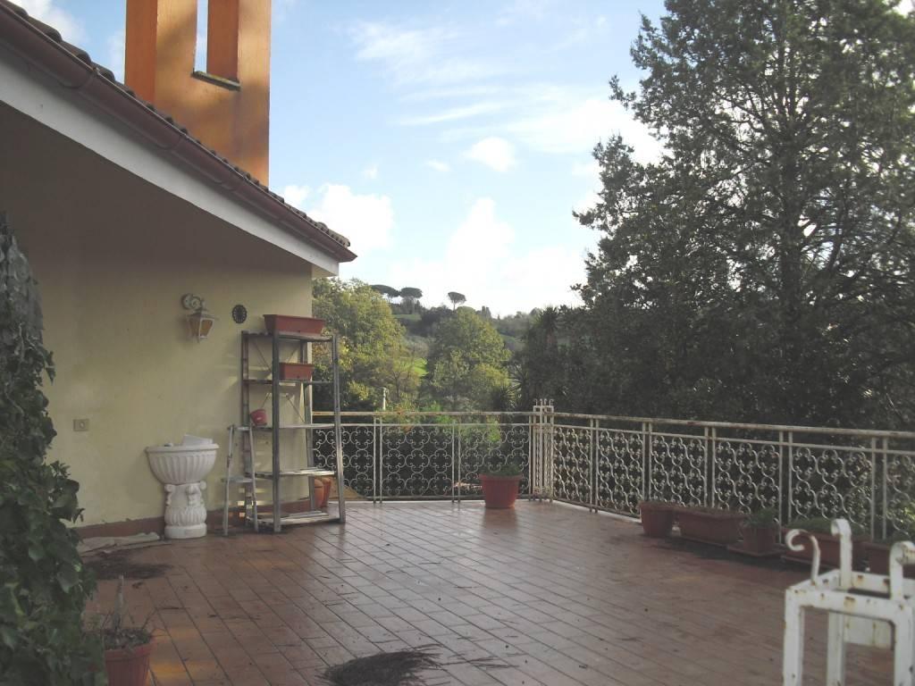 Appartamento in buone condizioni in vendita Rif. 8717687
