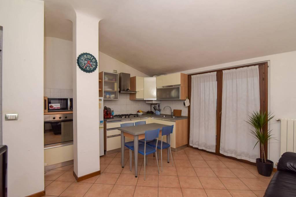 Appartamento in ottime condizioni arredato in vendita Rif. 8721095