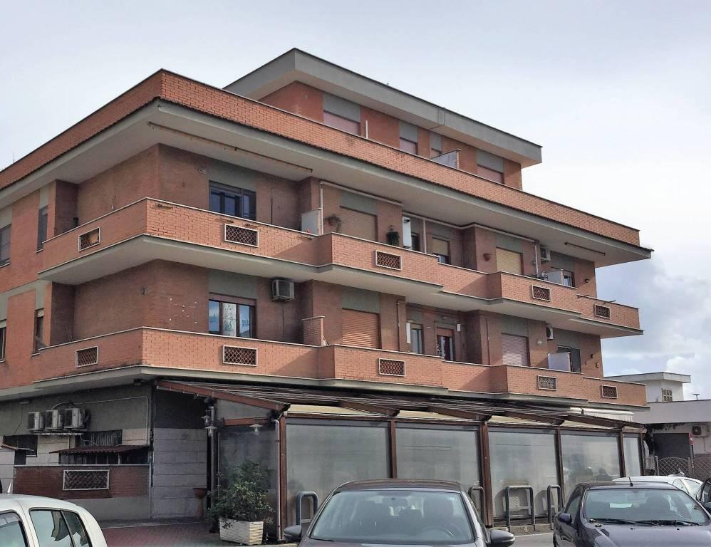 Appartamento in buone condizioni in vendita Rif. 9195640