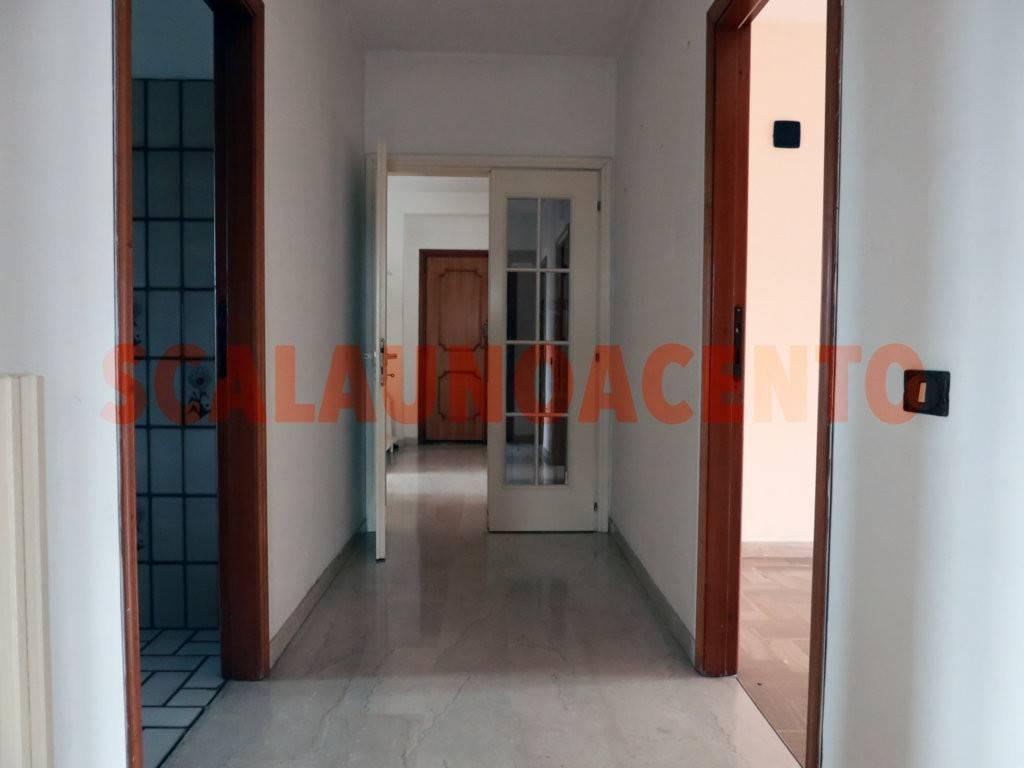 Appartamento in buone condizioni in affitto Rif. 8719487