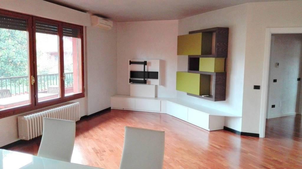 Appartamento in ottime condizioni arredato in vendita Rif. 8717775